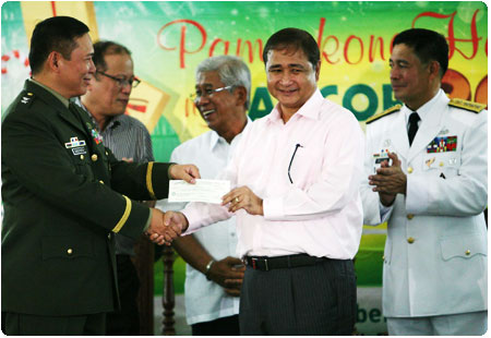 President Aquino joins PAGCOR in turnover of P4.515-M financial aid to three Philippine Army hospitals