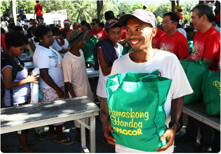 700 Aetas in Olongapo and Zambales benefit from PAGCOR's Christmas gift-giving event