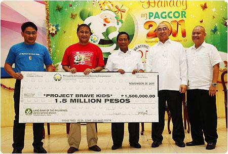 VP Jejomar Binay joins fourth day of Pamaskong Handog ng PAGCOR 2011