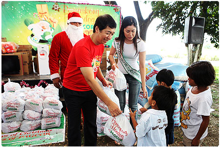 Hundreds of Aetas in GK Canada Village, abandoned elderly and children benefit from PAGCOR's Christmas gift-giving event in Pampanga
