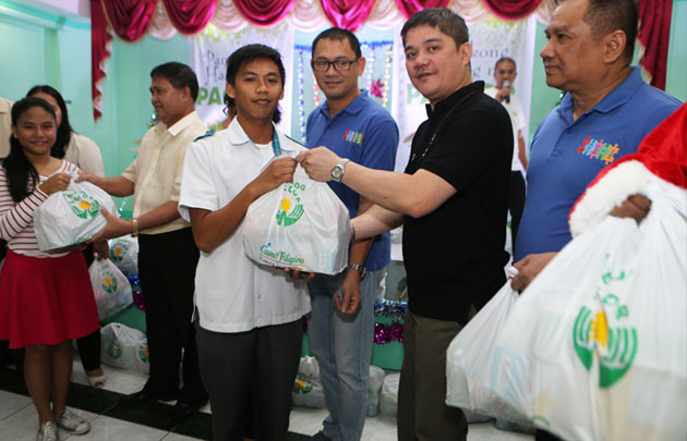 Public school students and abandoned childen benefit from PAGCOR's Pamaskong Handog gift-giving project