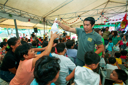 Hospital for indigent patients in Parañaque receives P2 Million from PAGCOR