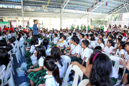 Indigent pupils from Quezon City and Cainta enjoy yuletide treats from PAGCOR
