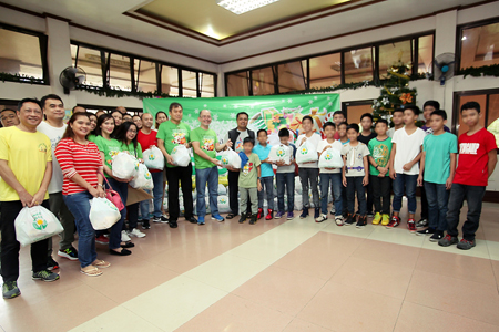 Over 300 less privileged children in Manila receive Christmas treat from PAGCOR