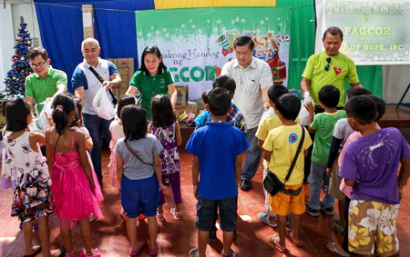 PAGCOR celebrates Christmas with over 4,300 day care teachers, senior citizens