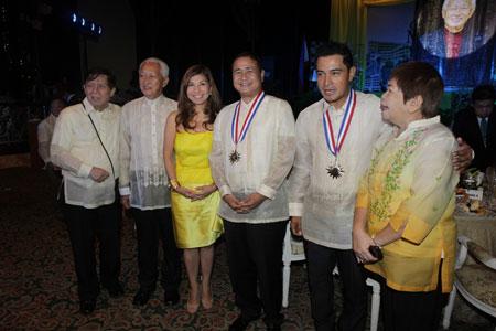 "PAGCOR chief receives ""Outstanding Manilan 2013 Award"""