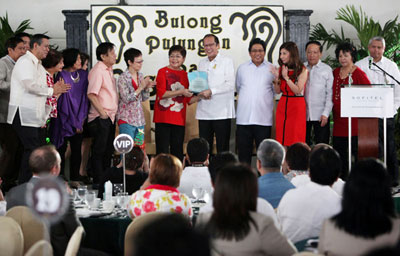 """Media group accords President Aquino with """"Man of Steel"""" Award; PAGCOR chief with """"Exemplar Award for Corporate Social Responsibility"""""""