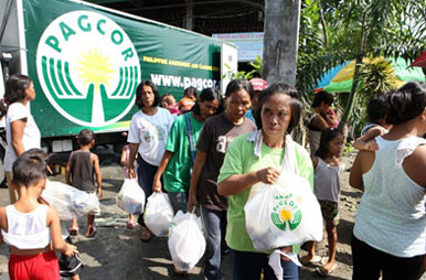 PAGCOR distributes relief goods to 10,000 families affected by Habagat flooding