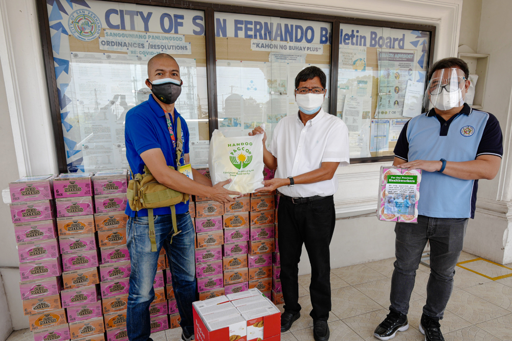PAGCOR donates food to Pampanga health workers