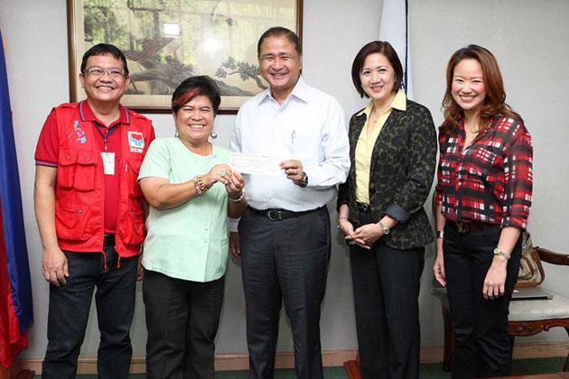 PAGCOR donates over P6.5 million to DSWD for Typhoon Yolanda survivors