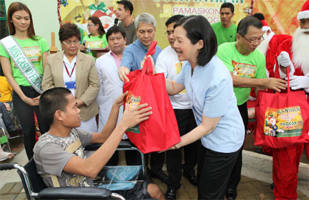 Pamaskong Handog 2012 - Day 20 (Thousands of Cebu's handicapped and Orthopedic Hospital patients get Christmas gifts from PAGCOR)