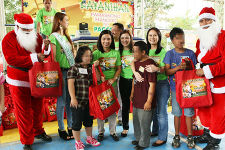 Pamaskong Handog 2012 - Day 20 (PAGCOR's Christmas gift-giving project helps beneficiaries of Servants of Charity)