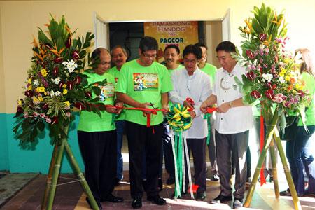 Pamaskong Handog 2012 - Day 20 (PAGCOR constructs halfway house for breastfeeding mothers at Fabella Hospital)