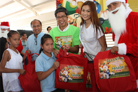 Pamaskong Handog 2012 - Day 20 (PAGCOR brings early Christmas gifts to 300 indigent parishioners of Caloocan City)