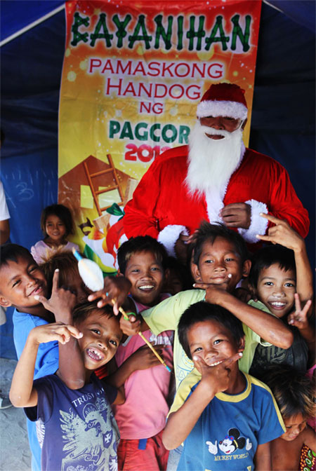 Pamaskong Handog 2012 - Day 20 (PAGCOR brings Yuletide cheer to Badjao families and less fortunate children in Pampanga)