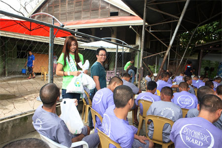 Pamaskong Handog 2012 - Day 20 (PAGCOR delivers yuletide treats to mental patients in Davao)