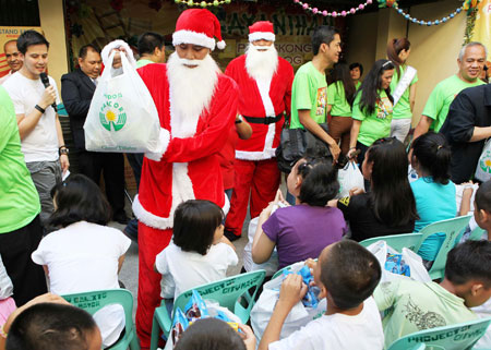 Pamaskong Handog 2012 - Day 20 (Juvenile delinquents in Iloilo and Pasay receive Christmas gifts from PAGCOR)