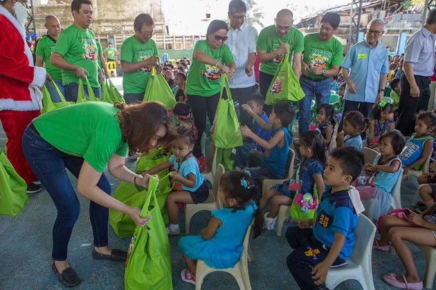 Over 300 indigent families in Payatas to receive early Christmas gifts from PAGCOR