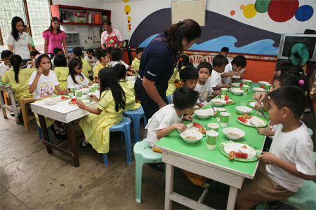 10,000 undernourished public school children benefit from PAGCOR's feeding program
