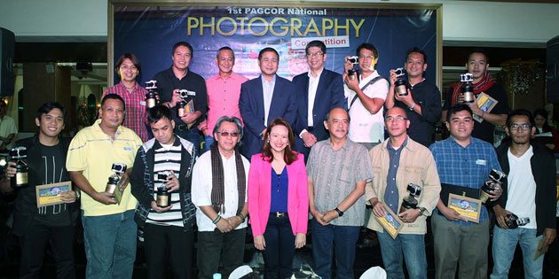 Winner of PAGCOR's 1st Photo Contest makes surprise wedding proposal during awarding rites