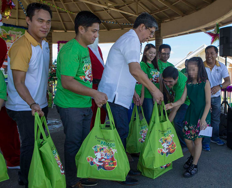 PAGCOR plays Santa to about 600 neglected and abused children in Manila, Laguna & Pampanga